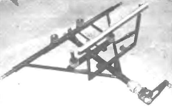 Задняя полурама со стойкой радиатора