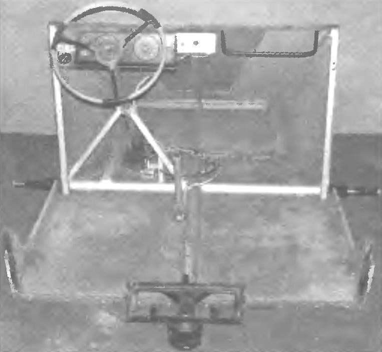 Передняя пoлурама с установленной на ней частью кабины