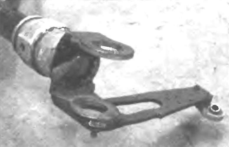 Стыковочно-поворотная часть задней полурамы