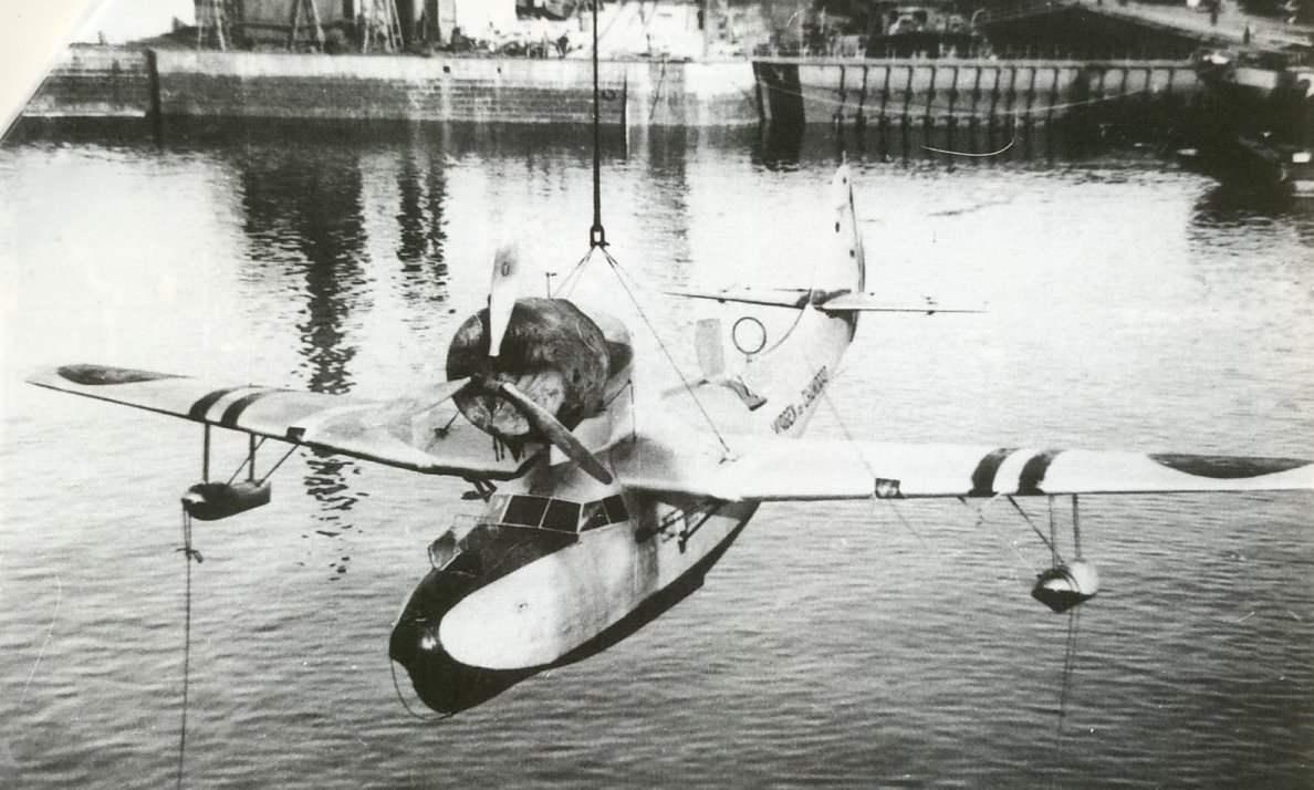 Спуск F-91 на воду