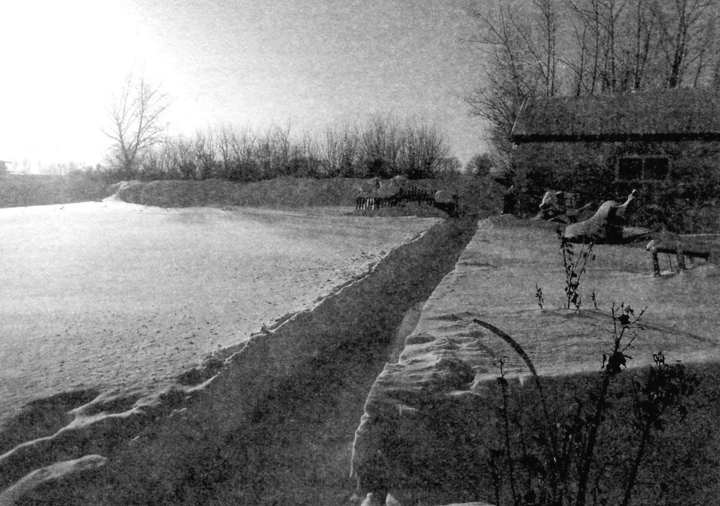 Результат работы: ни справа, ни слева отвалов снега нет (глубина снежного покрова около 600 мм)