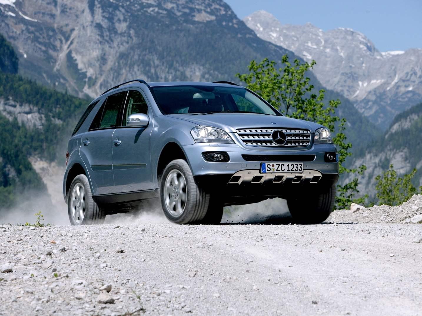 MERCEDES-BENZ ML350 — автомобиль с V-образной «шестеркой» мощностью 272 л.с. выпуска 2005 года