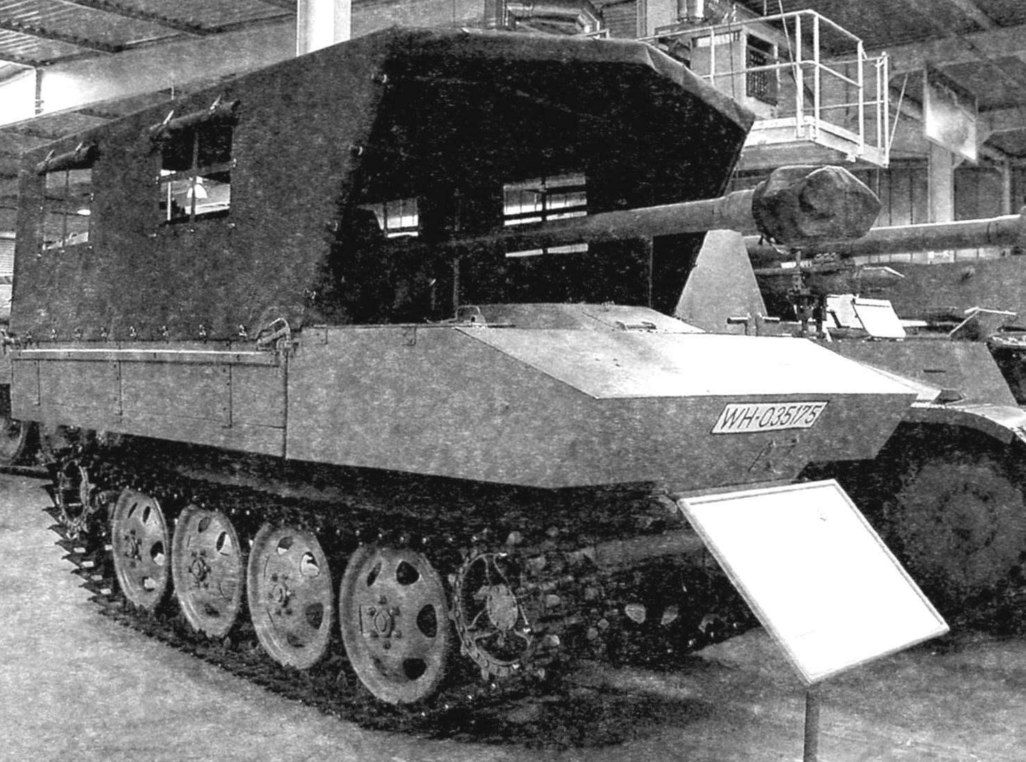 Вариант самоходной установки с укрытием орудия и артиллерийского расчёта брезентовым тентом