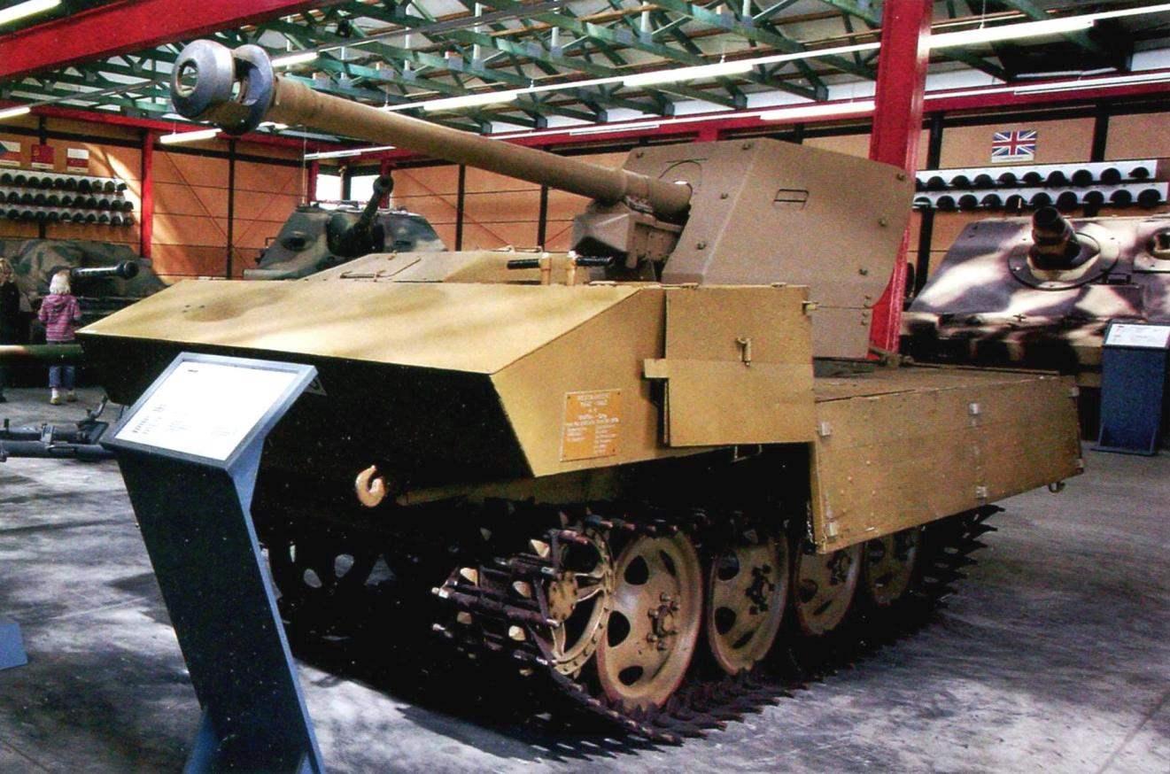 Самоходная установка 7.5 cm РаК 40 Ost на базе трактора RSO. Экспозиция музея Второй мировой войны в Ломмеле, Бельгия