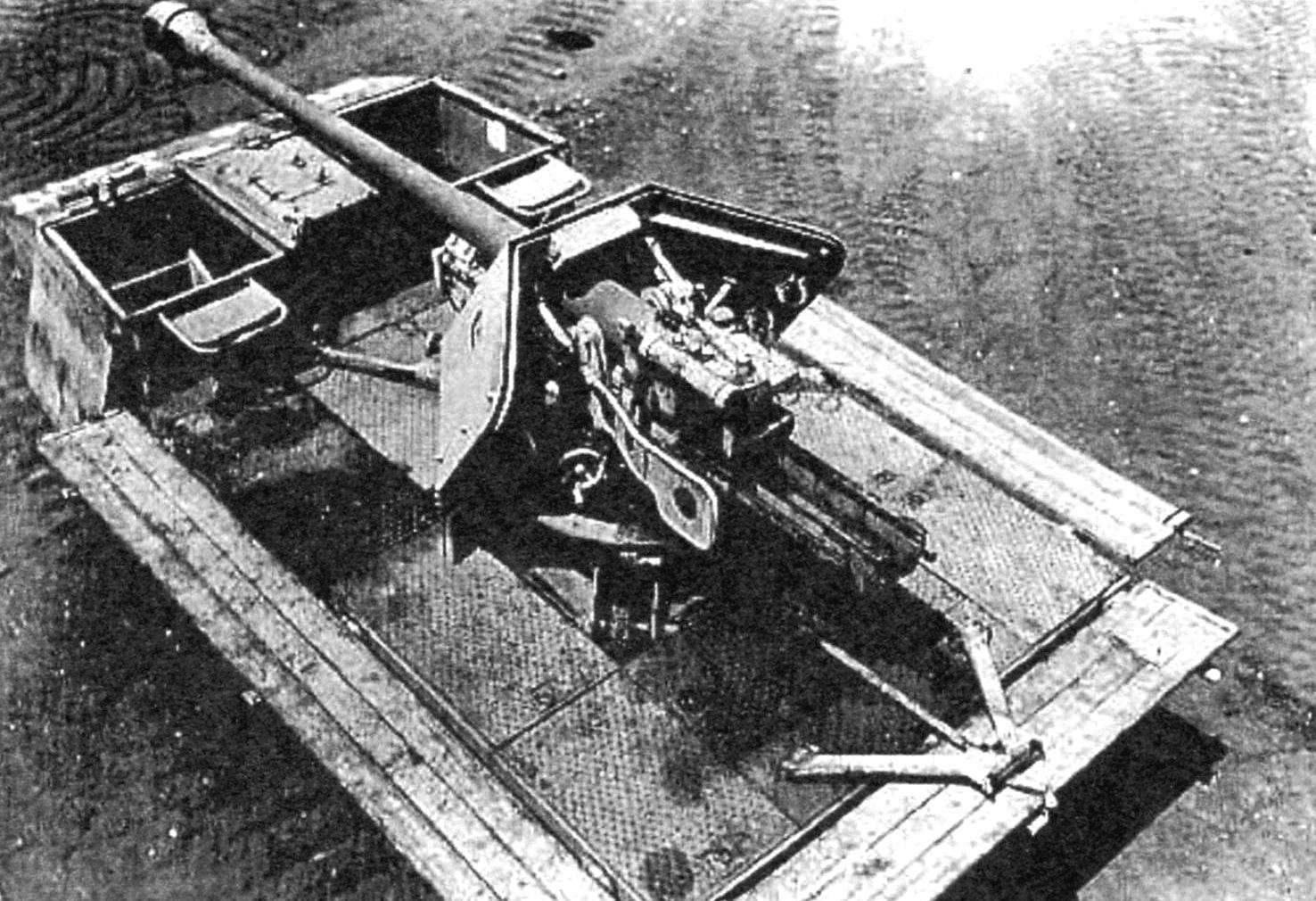 Грузовую платформу RSO превратили в открытый кузов с невысокими откидными бортами. В центре установили 75-мм противотанковое орудие РАК-40, оставив его 5-мм штатный щит
