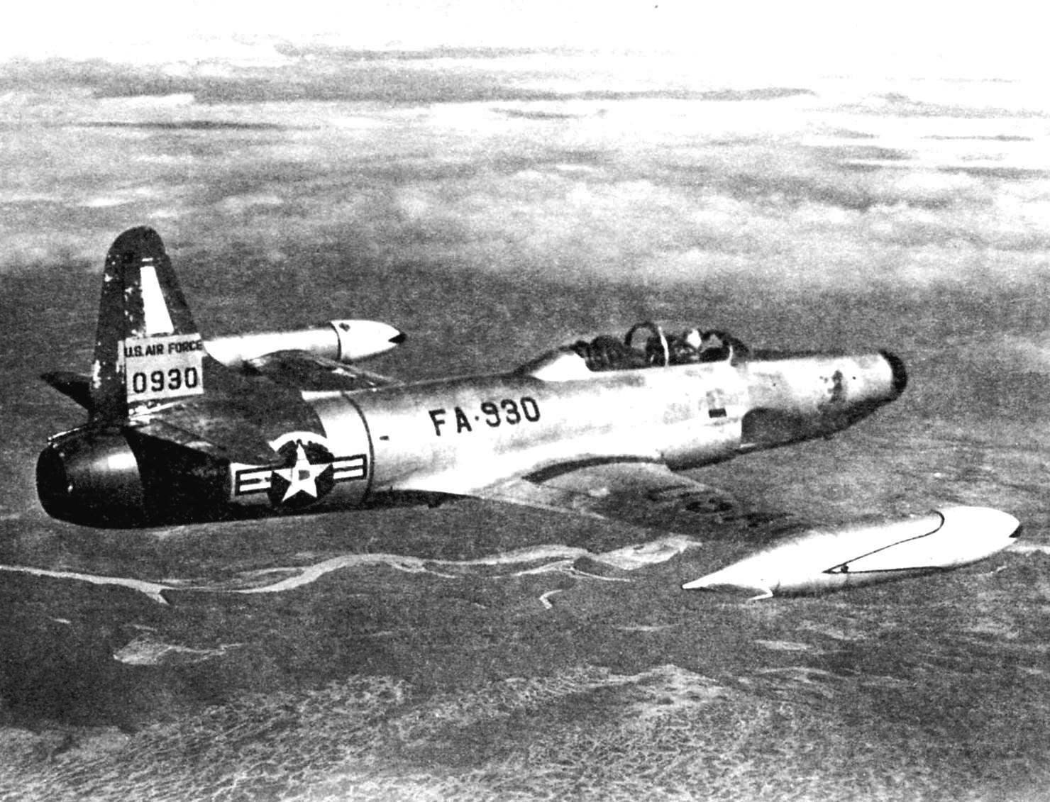 Истребитель-перехватчик F-94B в полёте