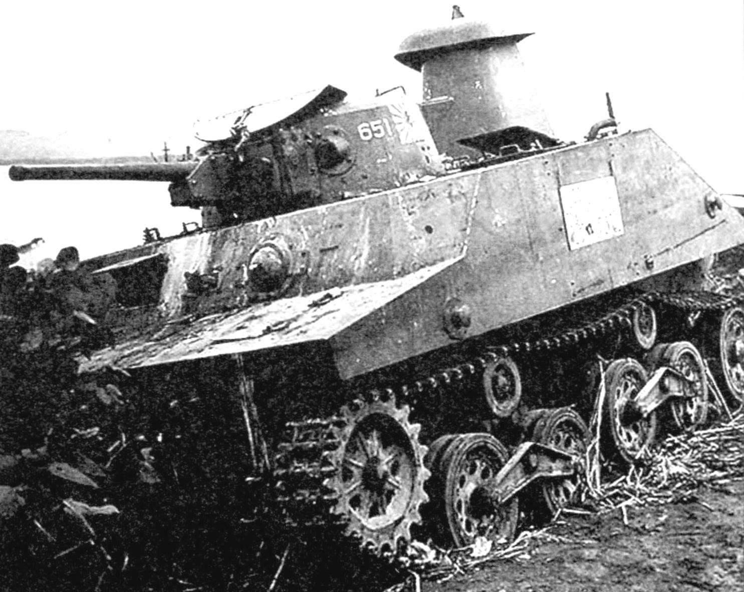 Танк «Ка-Ми», избавившийся от понтонов, вступает в бой. Остров Лусон, Филиппины, январь 1945 г.