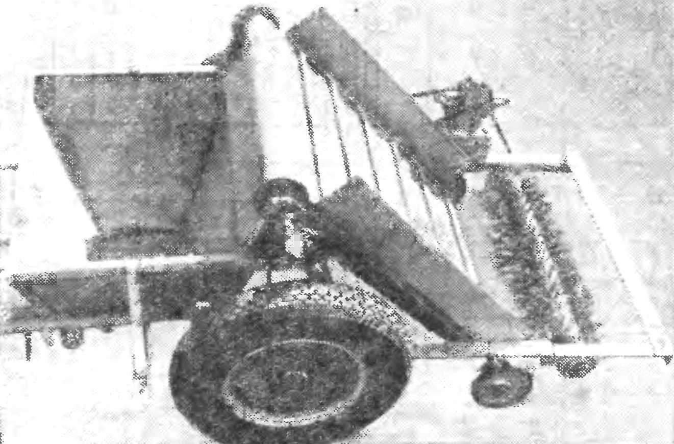 Уборочная машина «Мойдодыр» (кузов снят).