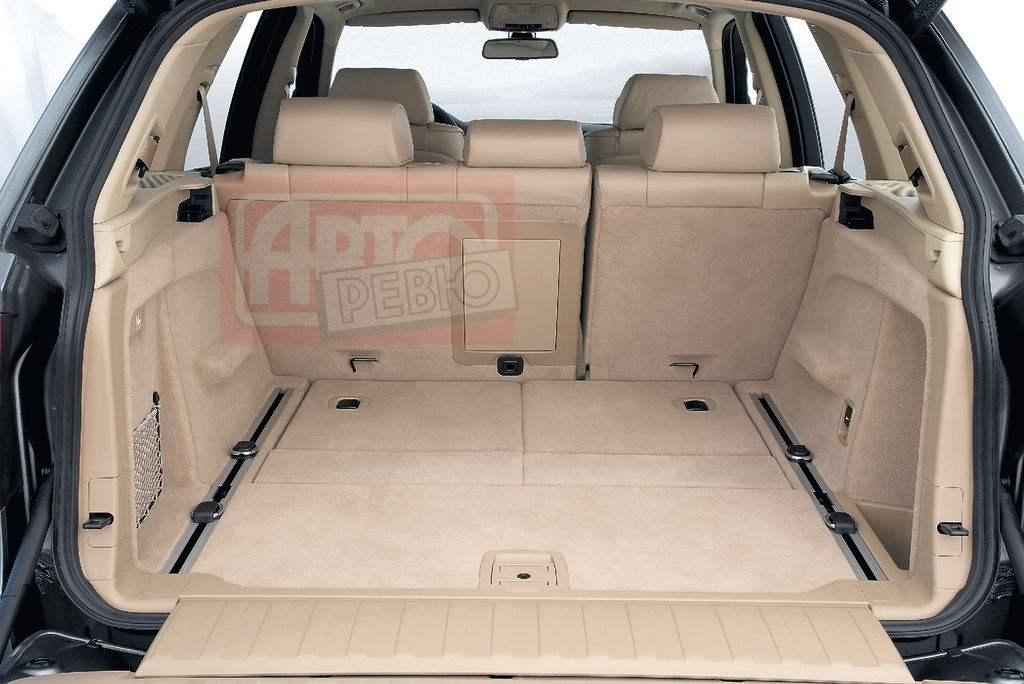 При сложенных задних сиденьях объем багажного отсека BMW X5 составляет более 1,5 м3!