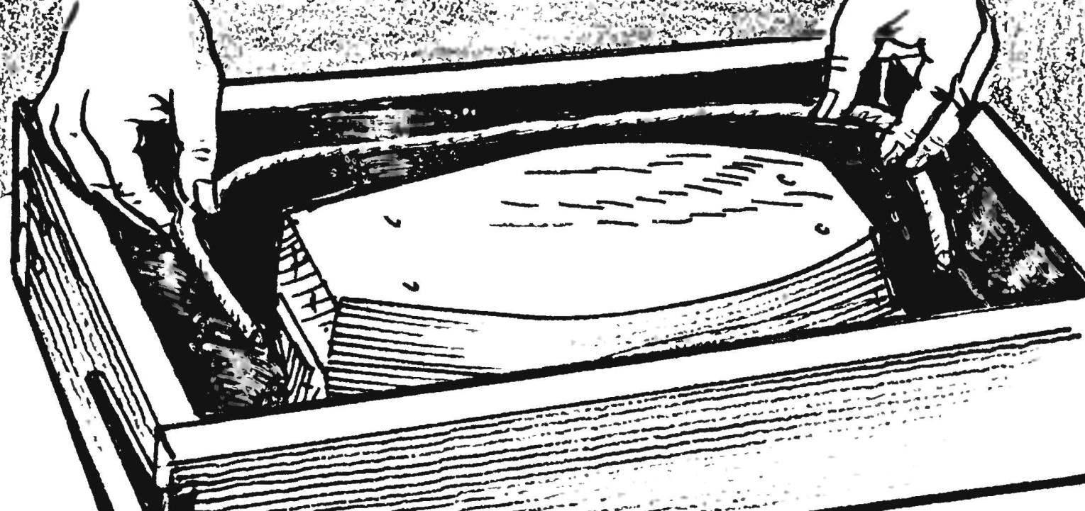 9. При заполнении формы смесью наполовину в нее закладывается арматура из толстой проволоки — для повышения прочности блока.