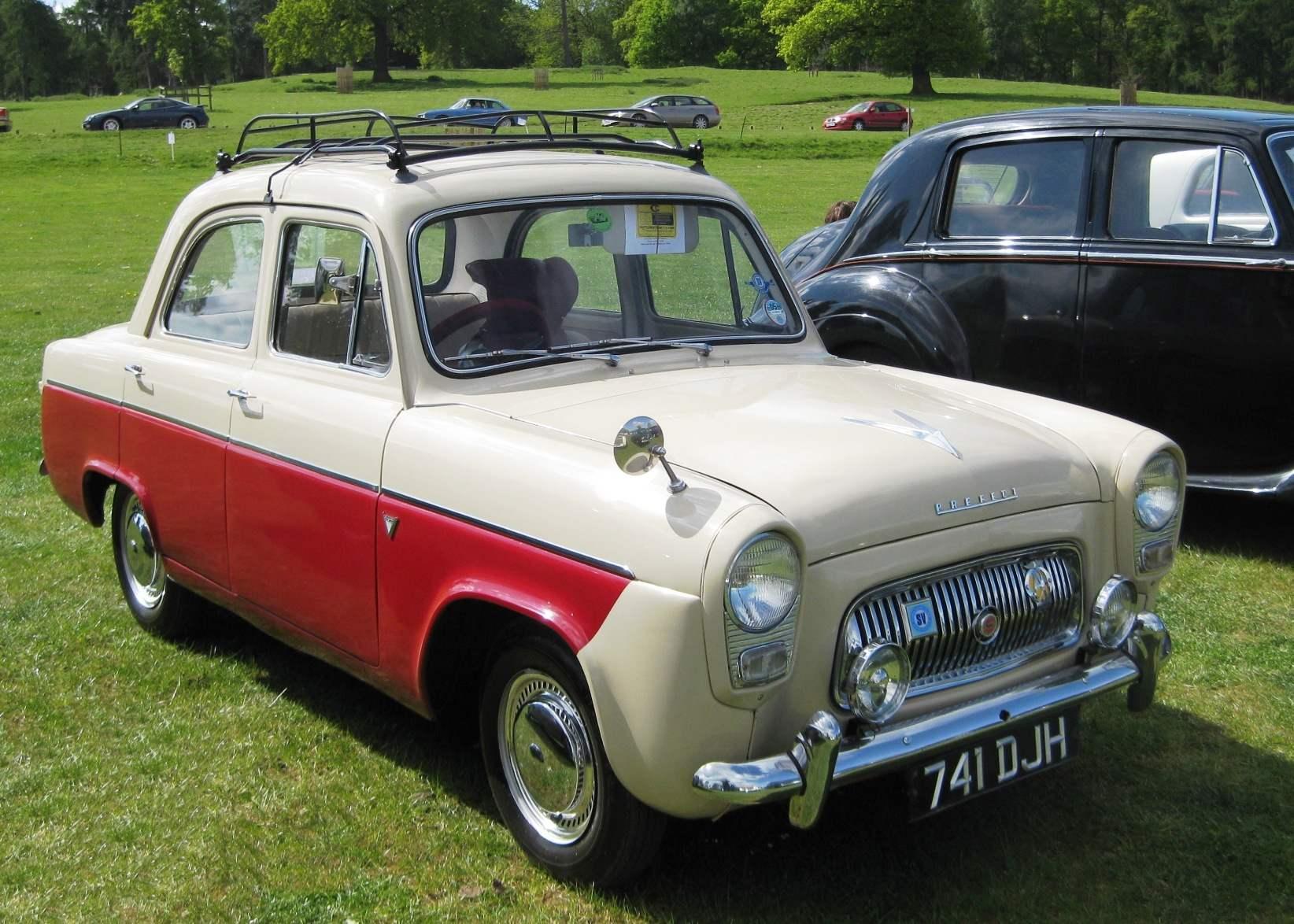 Это не МОСКВИЧ, а FORD PREFECT— автомобиль английского филиала фирмы Ford