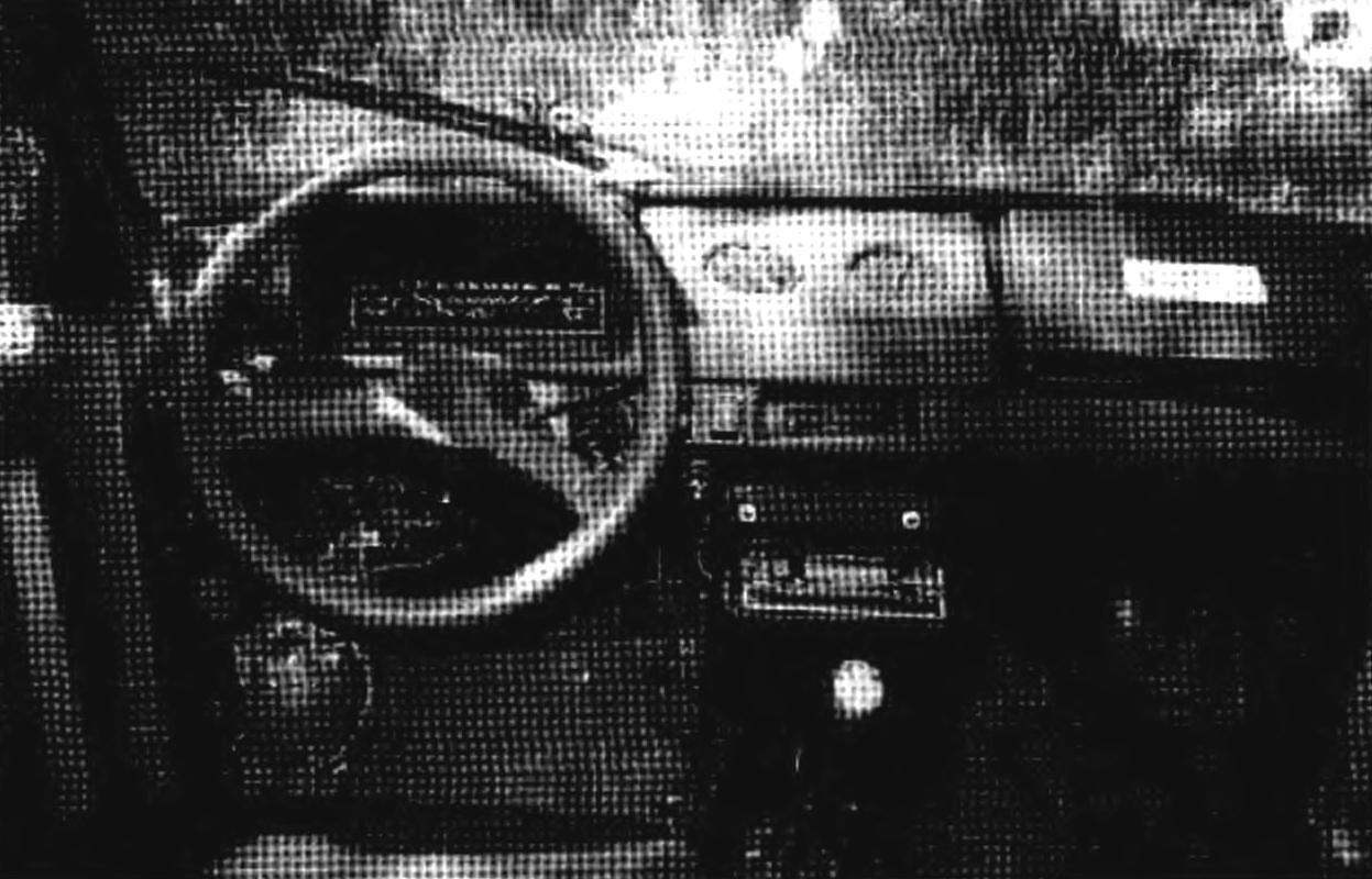 Приборная панель и органы управления пока стоят от автомобиля «Ока». Переоборудование салона — следующий этап дизайнерских экспериментов