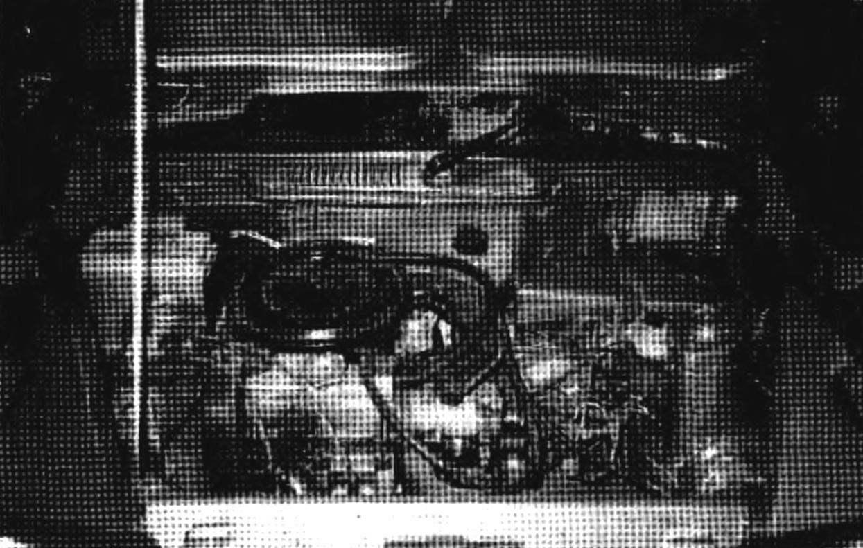Силовой агрегат под капотом и подвеска — от автомобиля «Ока». Запасное колесо из моторного отсека перекочевало па крышку ба!ажника и теперь в освободившейся нише можно хранить резервный запас горючесмазочных материалов или инструмент