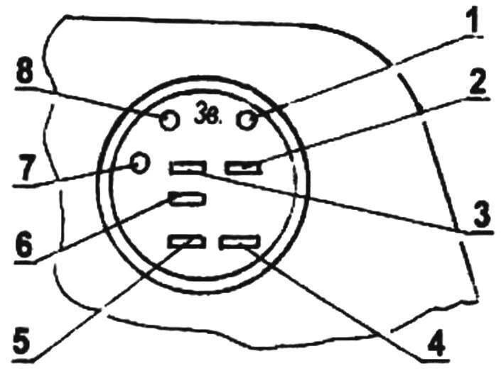 Доработанное штатное гнездо на тыльной стороне корпуса приемника