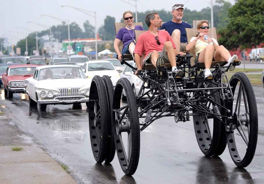 Другой американец, Том Уилсон, своими руками сделал огромный велоквадроцикл BigDog. Впоследствии он построил ещё четыре машины, в том числе велосипед в форме… слона.
