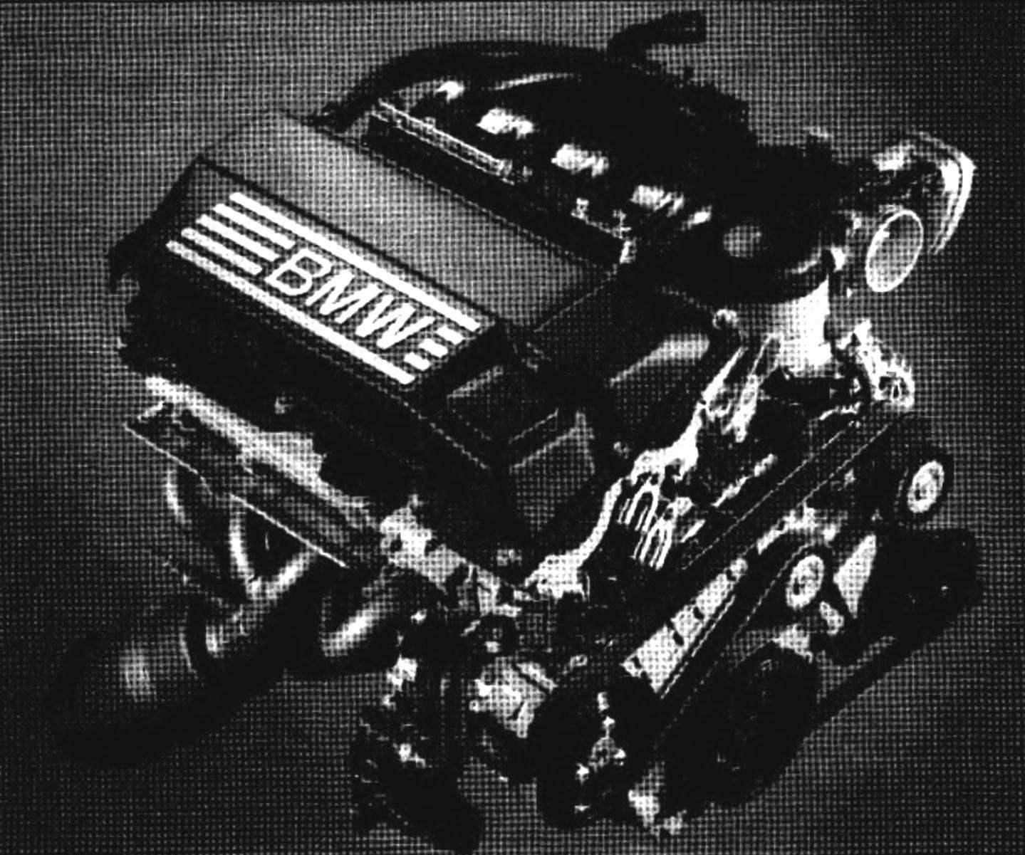 Двигатель BMW SERIES 1 оснащен системой регулирования подъема клапанов