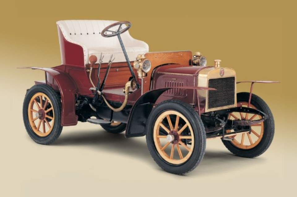 Первый серийный автомобиль фирмы Laurin & Klement — вуатюретка L&K VOITURETTA TYPE A
