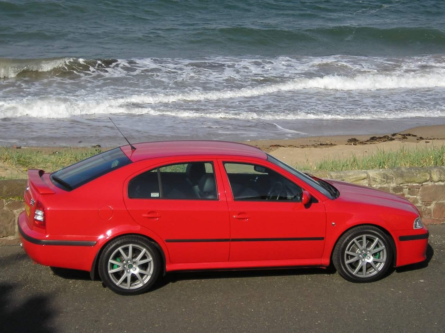 SKODA OCTAVIA выпуска 1997 года — первый автомобиль фирмы, созданный по немецкой технологии на платформе автомобиля VOLKSWAGEN GOLF IV
