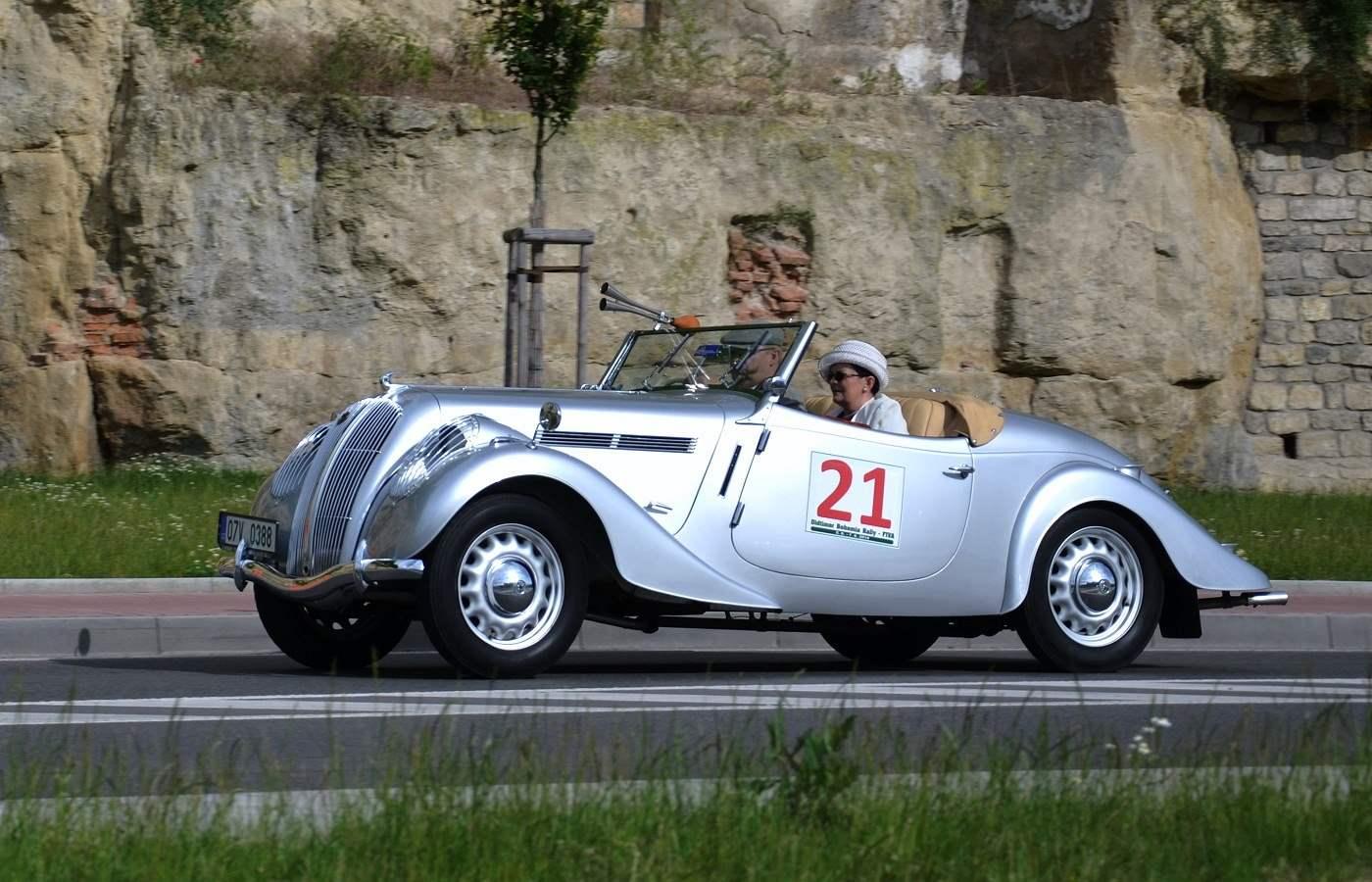 SKODA POPULAR выпуска 1936 года с экономичным 1,4-литровым двигателем мощностью 31 л.с.