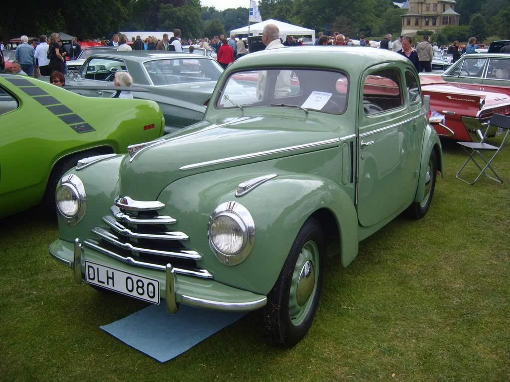 Первая послевоенная машина SKODA 1102 выпуска 1946 гола, созданная на базе довоенной модели SKODA POPULAR