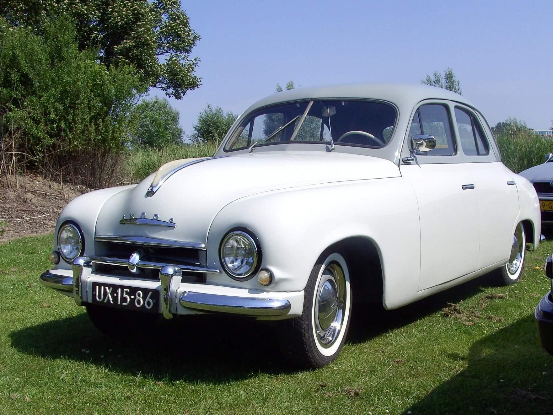 SKODA 1200 с несущим кузовом понтонного типа — одна из пер вых машин социалистической Чехословакии (1952 г.)