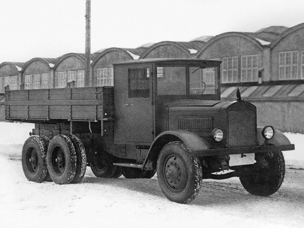 Первый отечественный трехосный грузовой автомобиль повышенной проходимости ЯГ 10 выпуска 1932 года