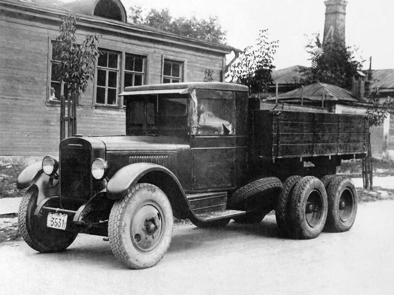ЗиС-6 — трехосный грузовик повышенной проходимости колесной формулы 6x4 выпуска 1934 года