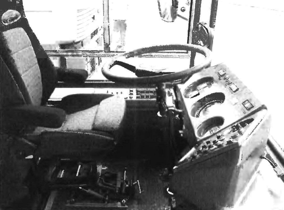 Рабочее место водителя троллейбуса 5272.01 «Русь»