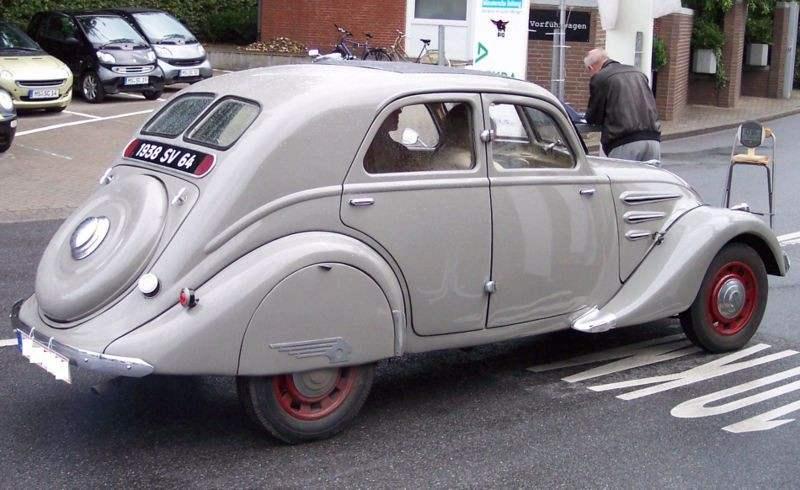 Первый из «четырехсотой» серии — автомобиль PEUGEOT 402 выпуска 1936 года