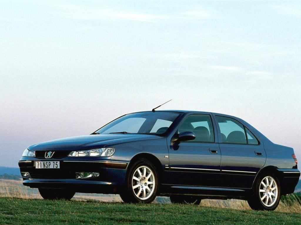 PEUGEOT 406 (вверху седан, внизу купе) выпуска соответственно 1995 и 1996 годов