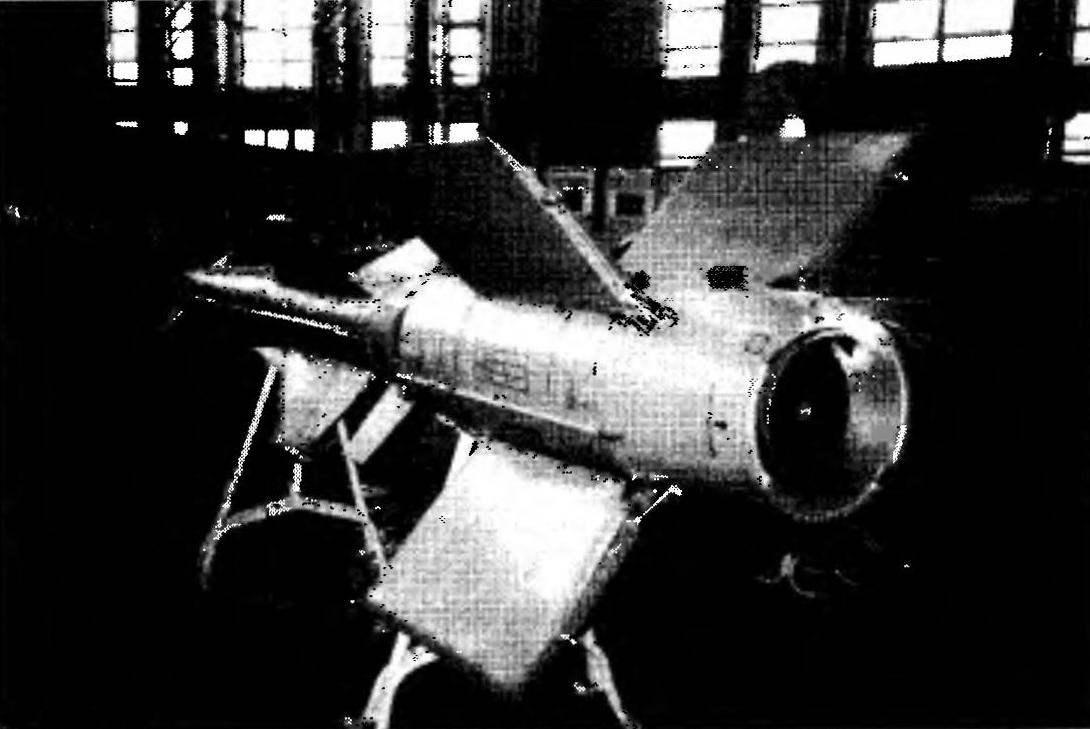 Стартовый двигатель с переходным конусом
