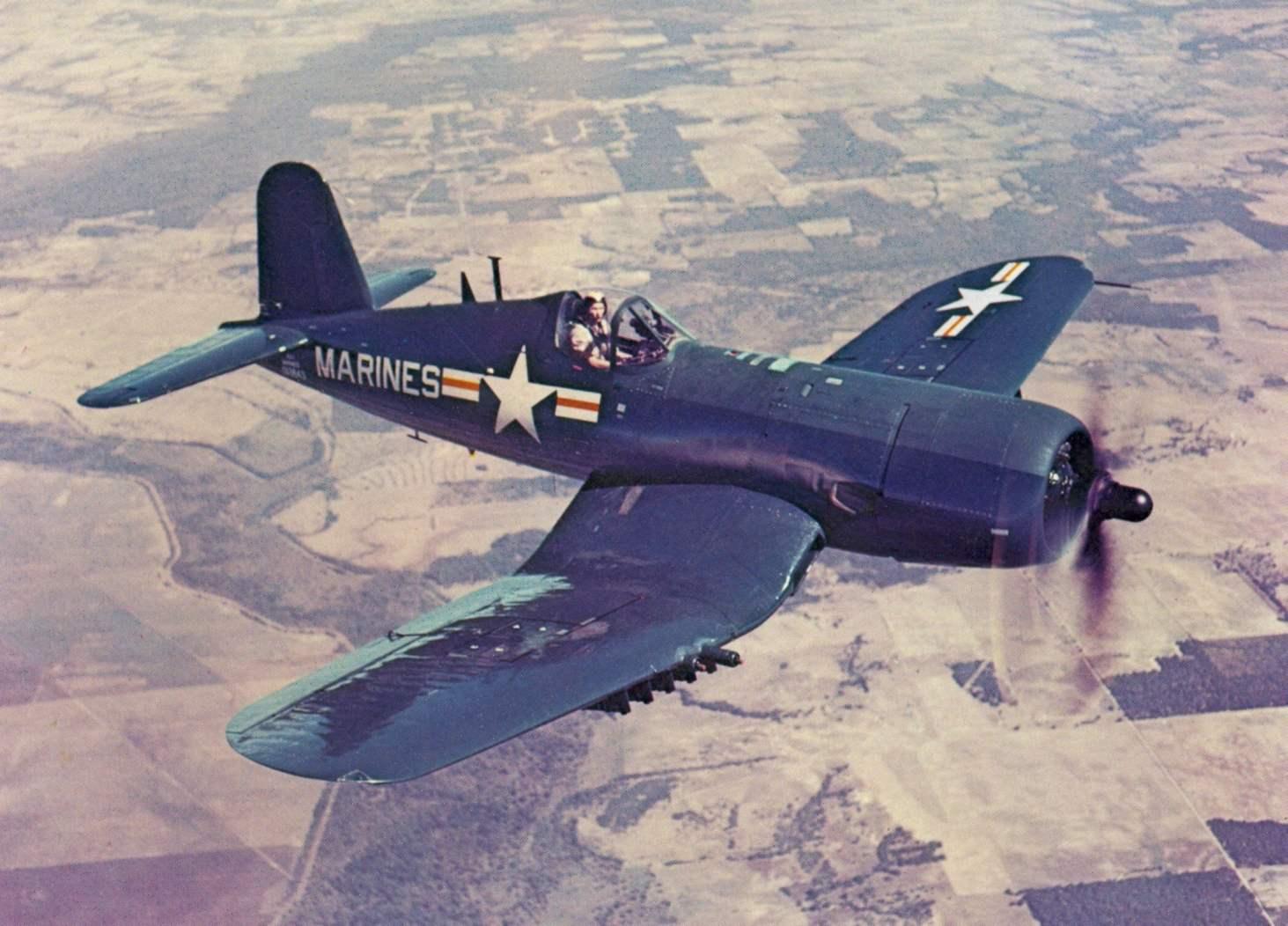 Штурмовик AU-1 в полете