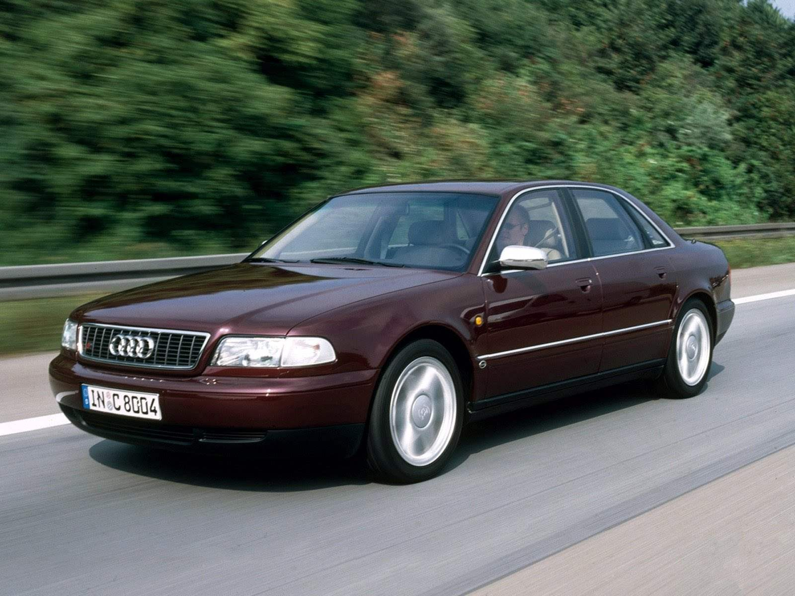 AUDI A8/S8 выпуска 1997 года — ближайший предшественник представительского автомобиля AUDI А8 L QUATTRO 6,0