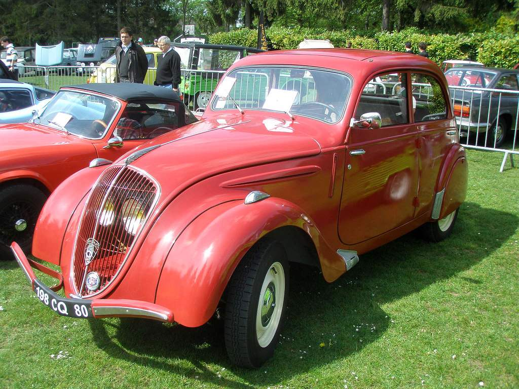 Compact PEUGEOT 202 edition 1939— the last pre-war car company