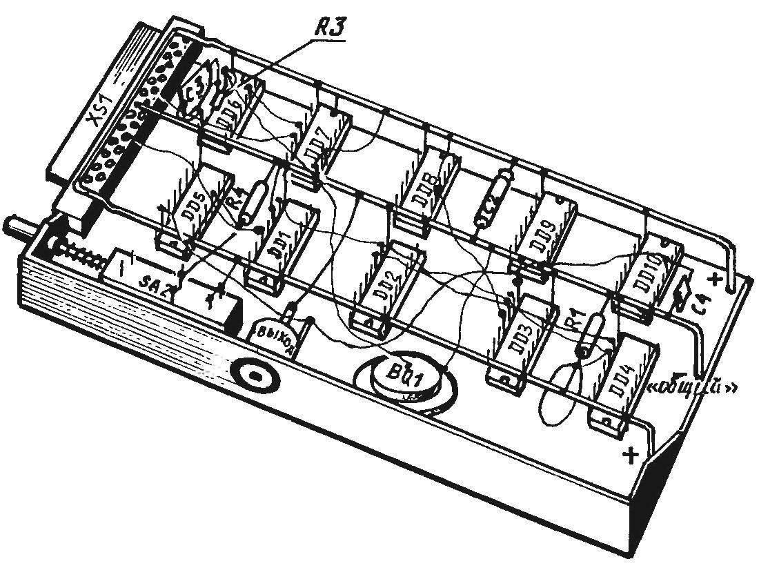 Особенности монтажа приставки навесным способом в футляре аудиокассеты МК60 (места выполнения паек условно выделены черными жирными точками)