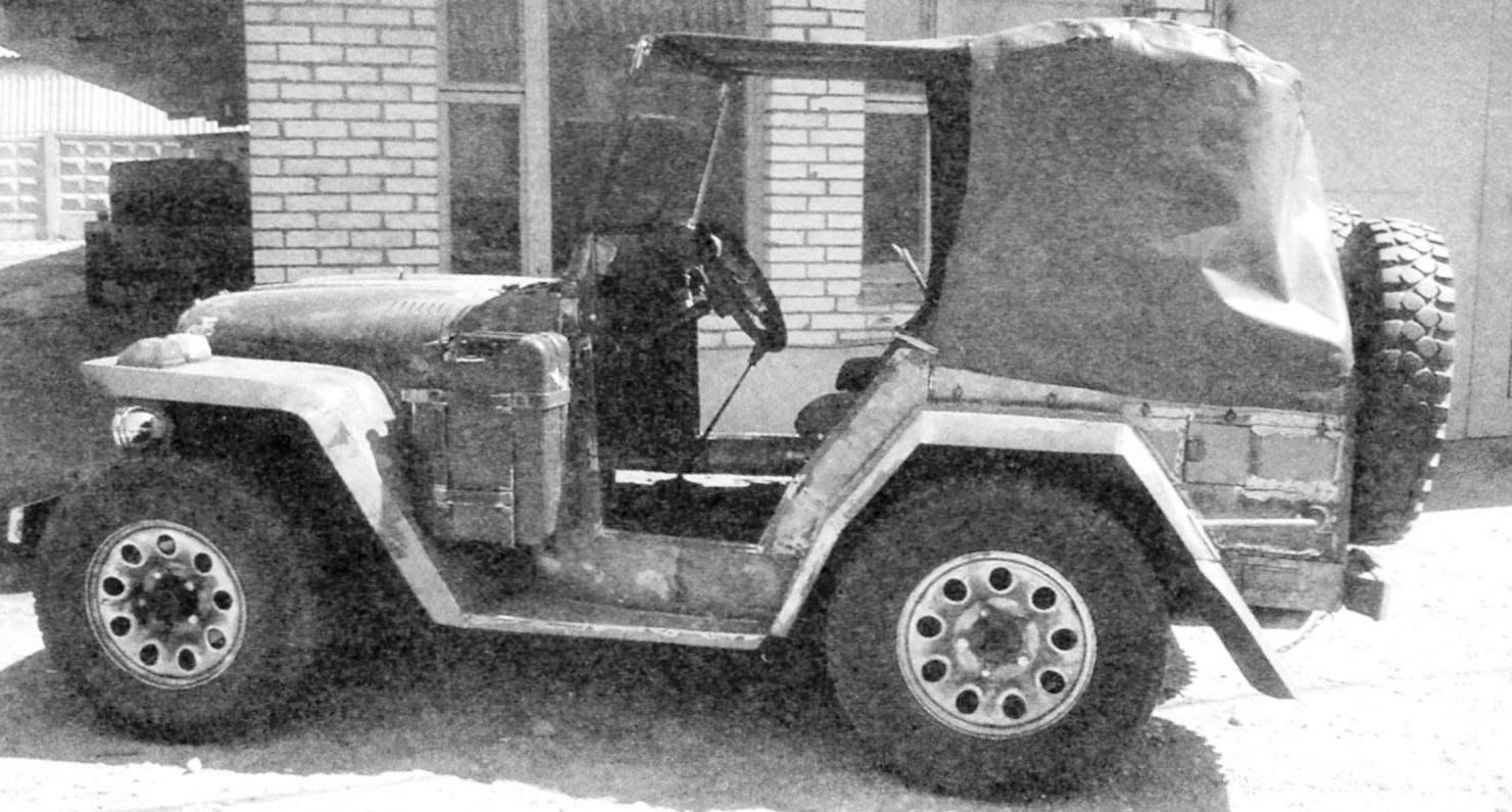 Автомобиль «Пигмей» с поднятым тентом