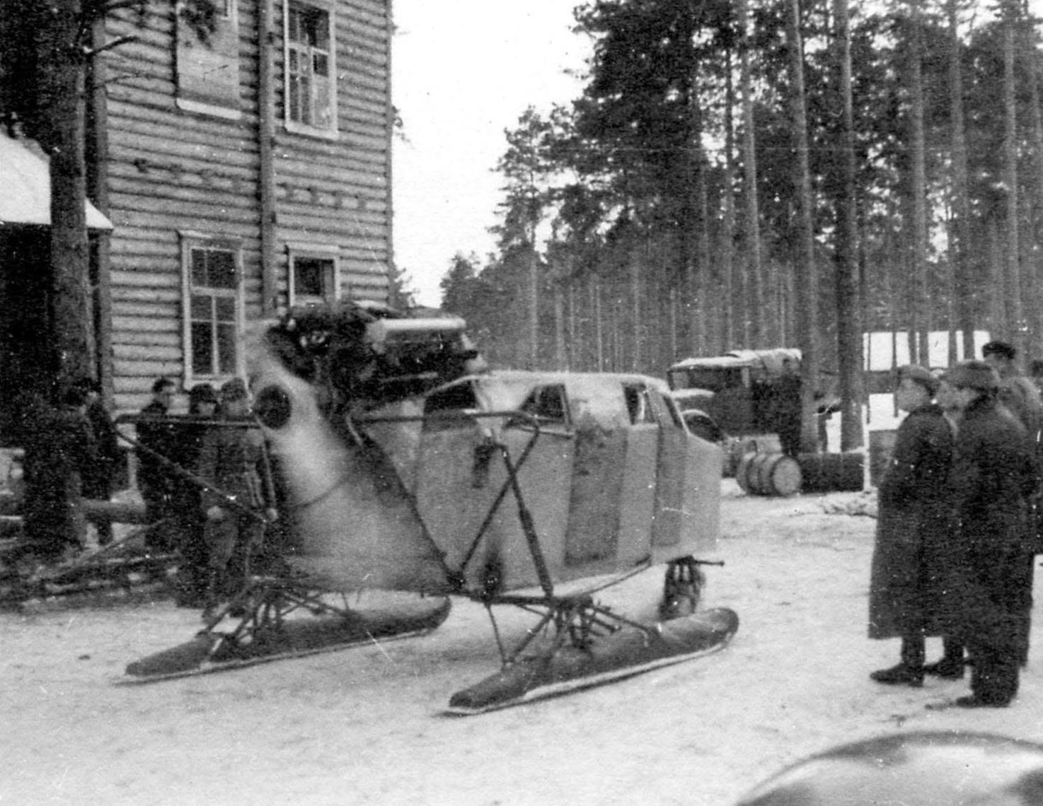 Аэросани, захваченные противником под Ленинградом