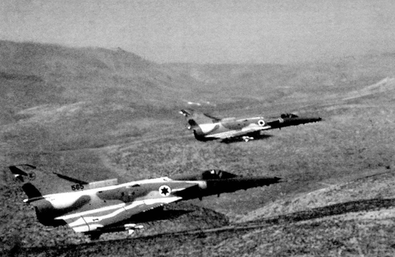 Пара истребителей «Кфир» С.2 во время боевого вылета