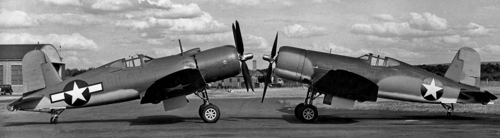 Истребители F4U-1WM и FG-1 (справа)