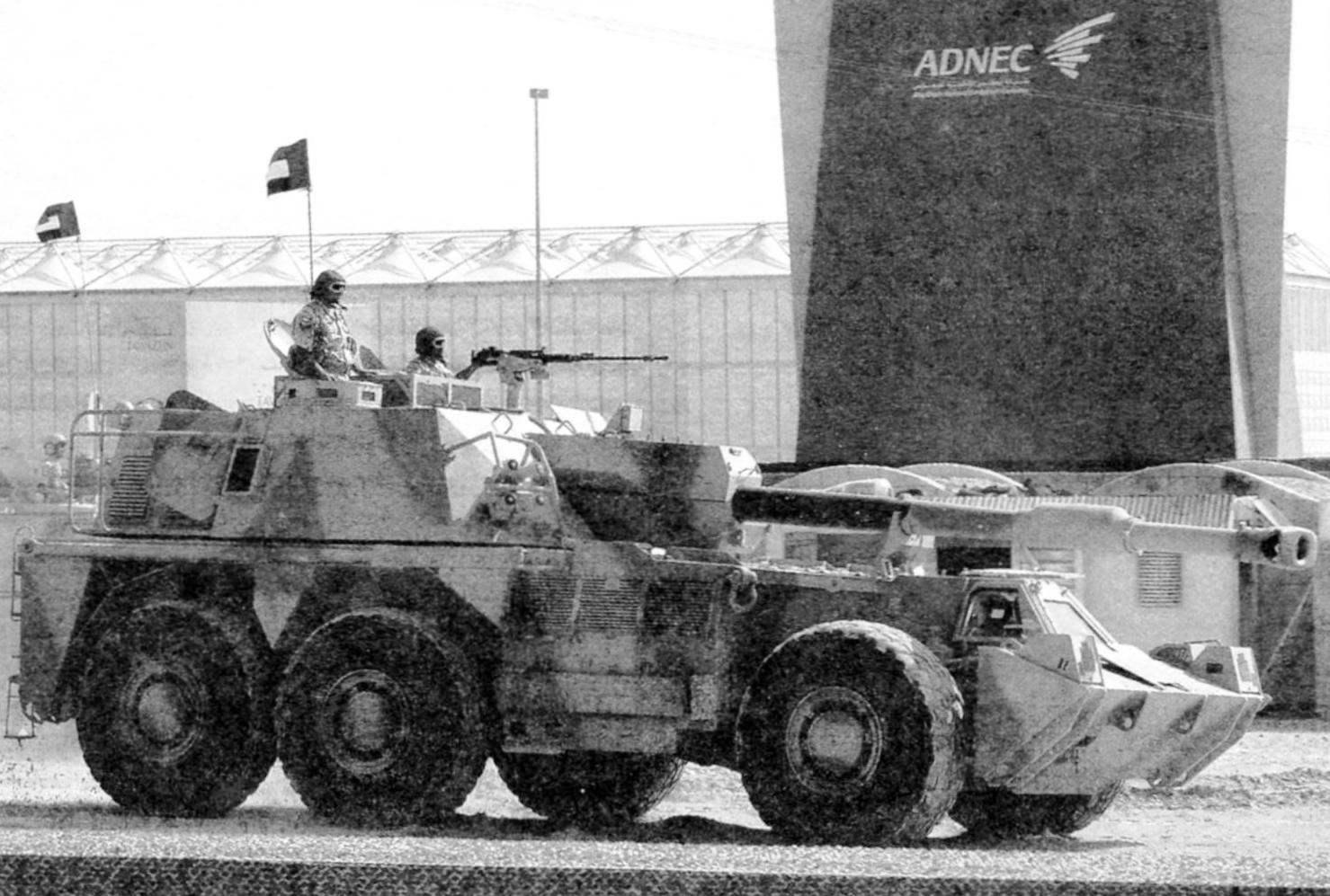 САУ G6 Phino («Носорог») армии Объединённых Арабских Эмиратов. Демонстрация вооружения на Международной выставке IDEX. ОАЭ, март 2013 г.