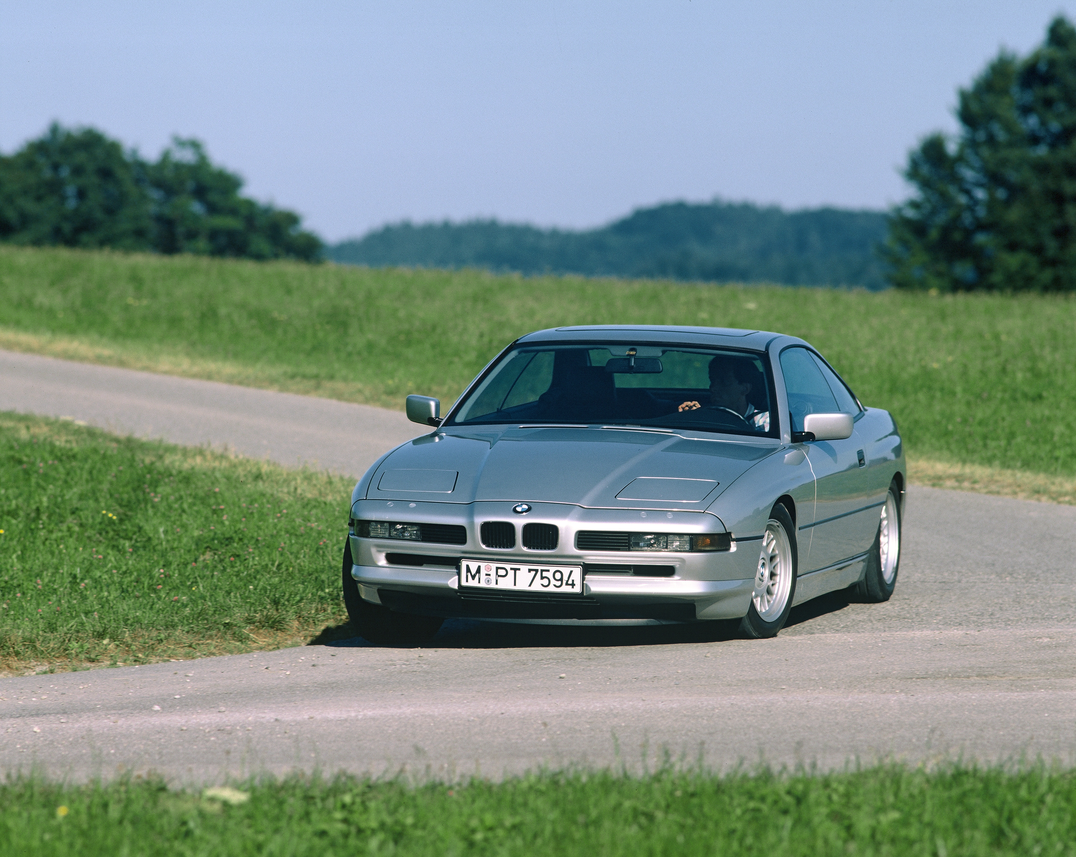 Car eighth series BMW 850i carrier of the highest achievements of world car industry (1990)