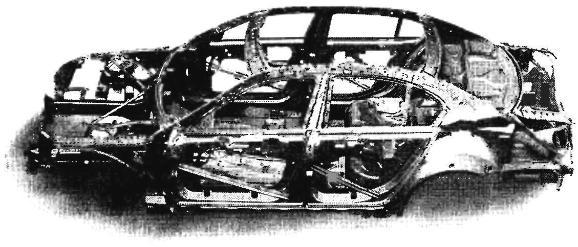 Каркас кузова новой «пятерки» — впервые в мире алюминиевая передняя часть пристыкована к стальной основе!