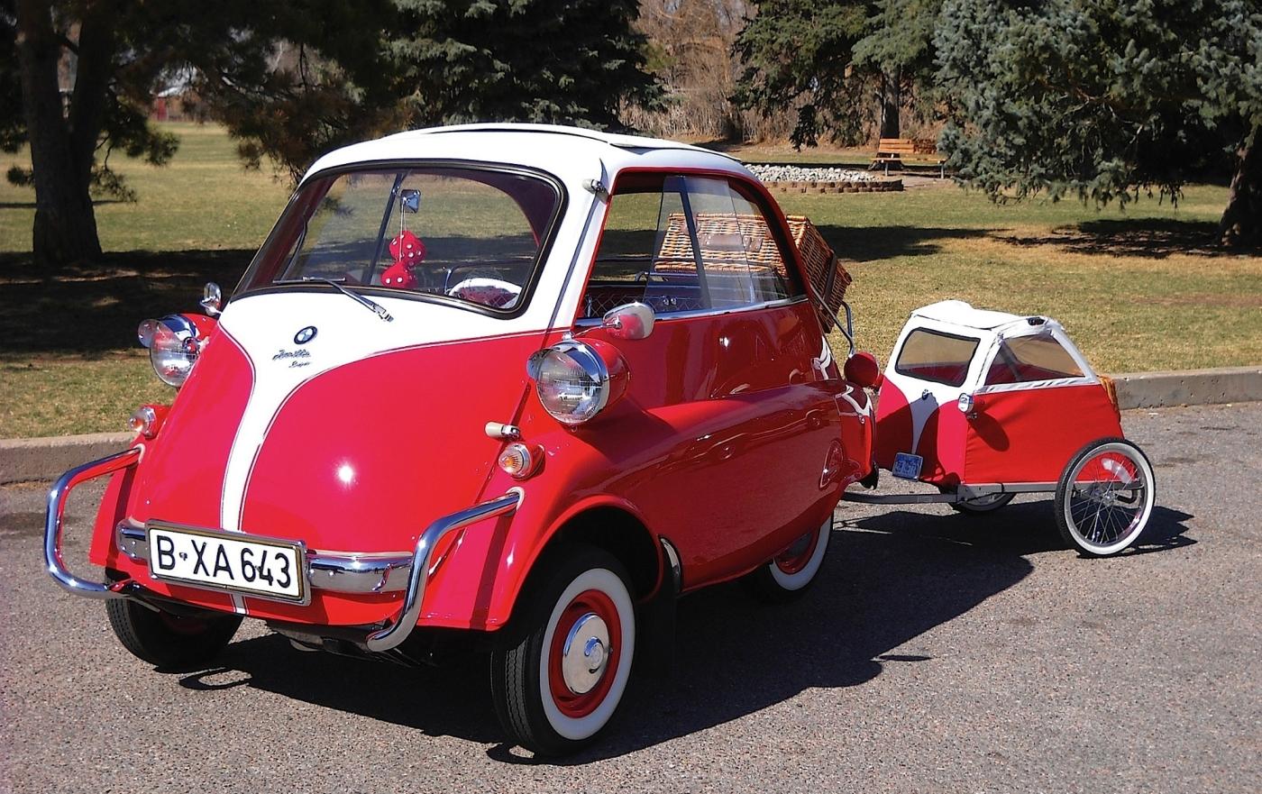 BMW ISETTA — miniature mass-market car that pulled Bayerische Motorenwerke from the financial crisis (1954)