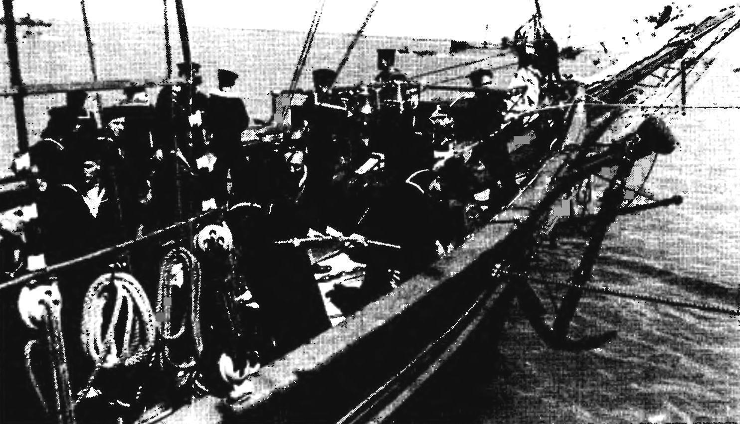 Английские моряки на борту шхуны «Белль Пуль» на рейде Портсмута, ноябрь 1941 г.