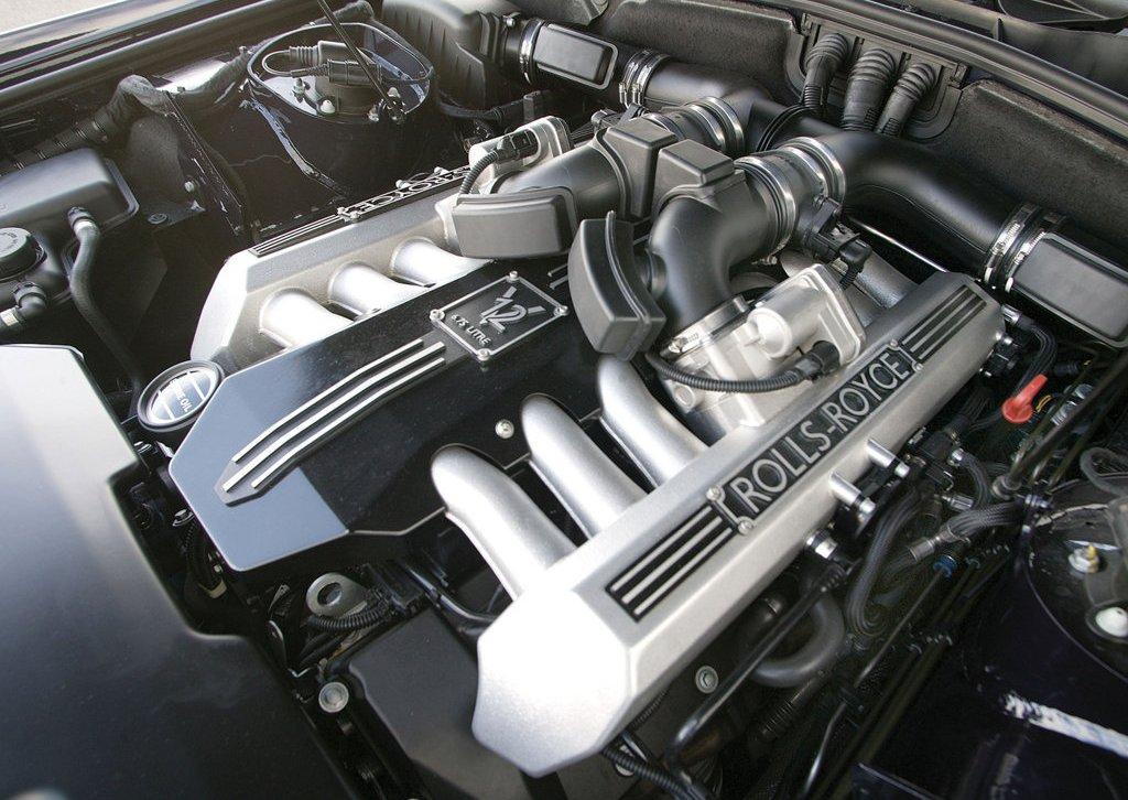 Двигатель BMW V 12 с непосредственным впрыском топлива