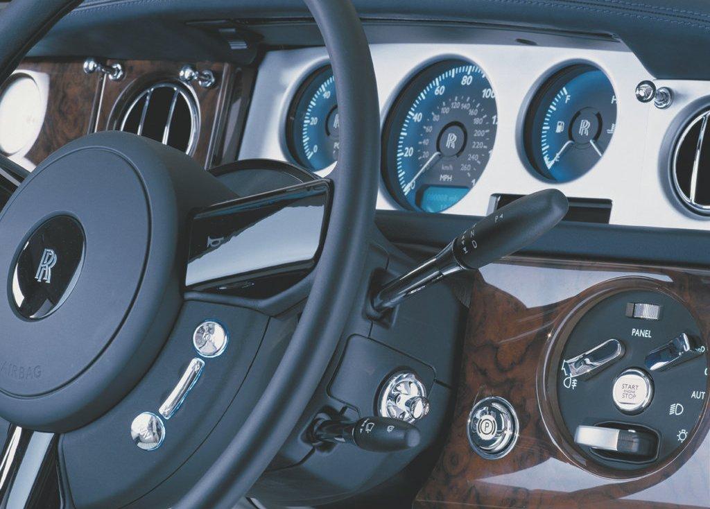 Приборный щиток автомобиля ROLLS-ROYCE PHANTOM 2003 года