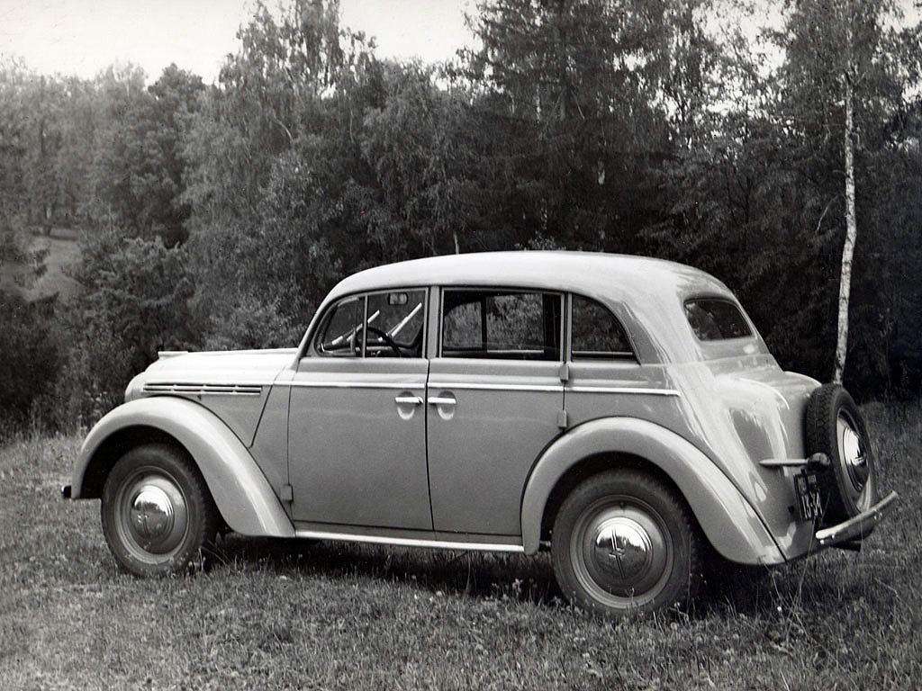 Малолитражный «Москвич-400» с кузовом «седан» (1947 г.)