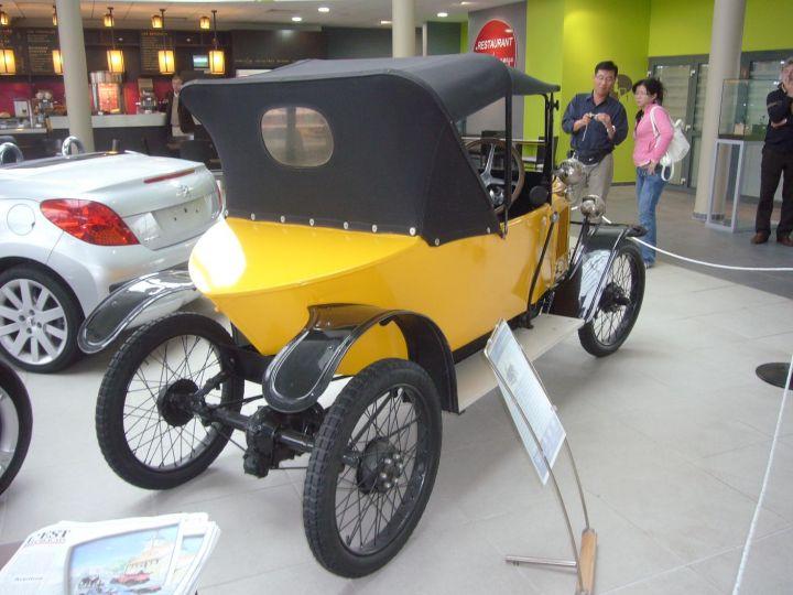 Двухместный автомобиль PEUGEOT QUADRILETTE с двигателем мощностью 9,5 л.с. и трехступенчатой коробкой передач (1920 г.)