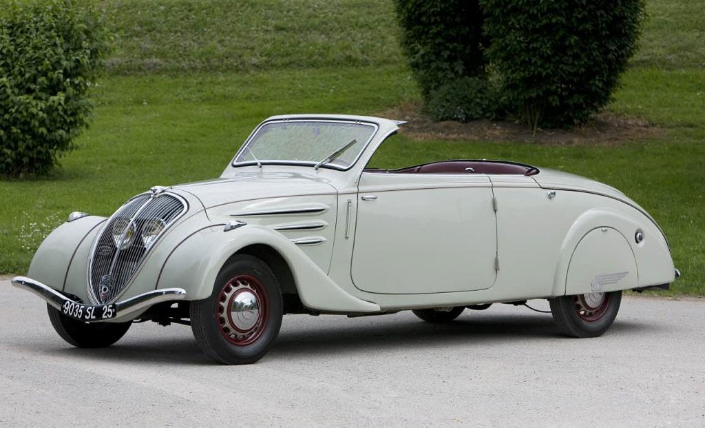 Четырехместный седан PEUGEOT 402 с двигателем мощностью 55 л.с. и трехступенчатый коробкой передач (1937 г.)
