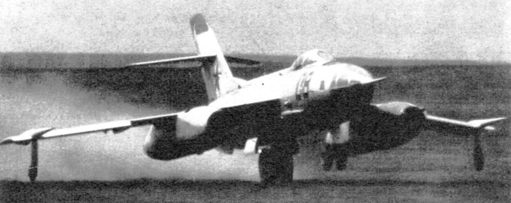 Посадка Як-27Р на грунтовый аэродром